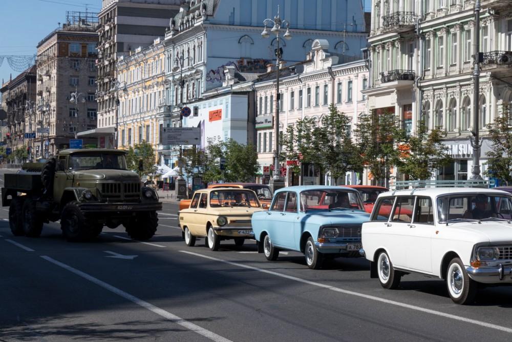 Фото: В центре Киева установили плакаты СССР для съемок сериала